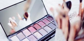 Czy mając atopowe zapalenie skóry, można wykonywać makijaż?