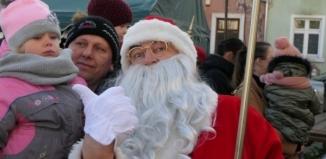 Święty Mikołaj na rynku we Wschowie