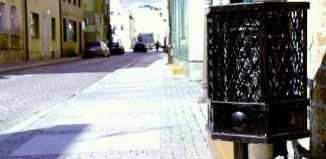 W jednych miejscach dużo pojemników na śmieci, w innych za mało