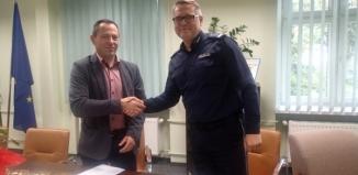 Podpisali porozumienia – współpraca policji z klasami mundurowymi