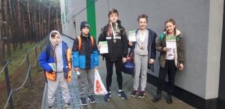 Halowe sukcesy młodych lekkoatletów z SP 2