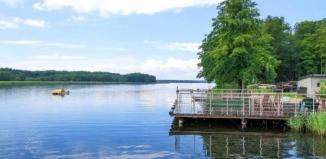 To nie katastrofa, a naturalne procesy w jeziorze