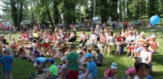 Piknik rodzinny, słońce i PRL