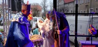 Orszak Trzech Króli we Wschowie i wspólne kolędowanie wiernych ze wszystkich parafii