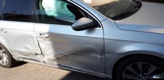 Kierowca volksvagena podczas wyprzedzania uderzył w osobowego opla