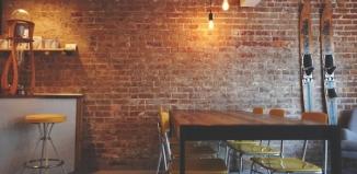 Jakie krzesła do restauracji warto wybrać, urządzając nowoczesny lokal?