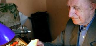 Od 60 lat prowadzi Zakład Zegarmistrzowski w Sławie
