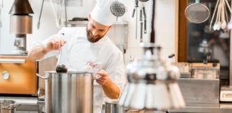 Wybieramy wyposażenie dla gastronomii. Jakie urządzenia kupić?