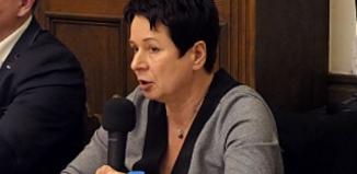 Dowóz dzieci z Radomyśla do Lginia jest zgodny z prawem. Dlaczego pani burmistrz twierdzi inaczej?