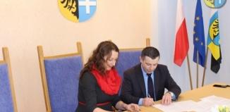 Podpisali umowy z organizacjami pozarządowymi